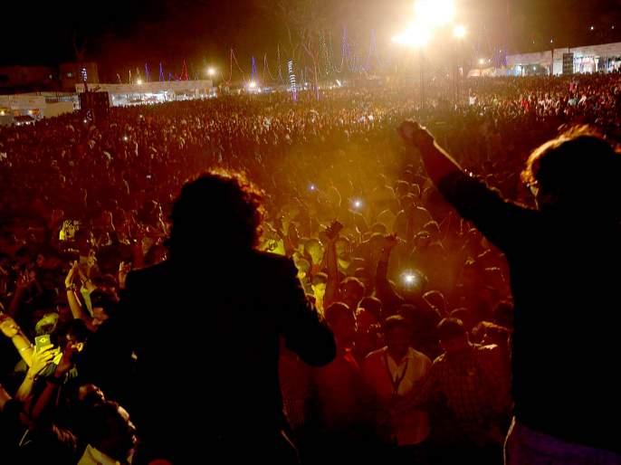 Kanchalvalkar throws at Zing Zing Zangat's song; Ajay-Atul's musical night   झिंग झिंग झिंगाटच्या गाण्यावर कणकवलीकर थिरकले, अजय-अतुलची म्युझिकल नाईट