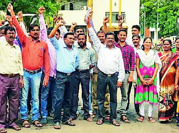 Revenue staff on unpaid strike | महसूल कर्मचारी बेमुदत संपावर