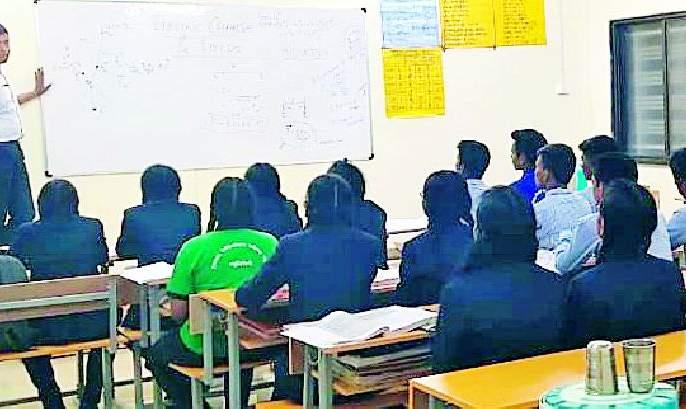 And SDO of Aheri became teacher | अन् अहेरीचे एसडीओ बनले शिक्षक