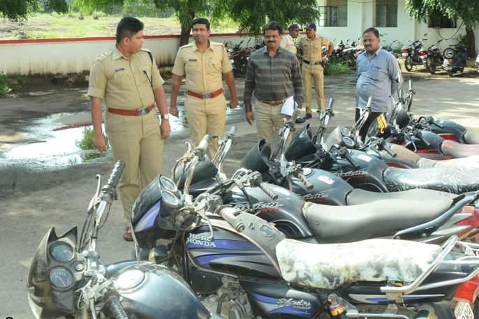 Eight stolen bicycles seized in Jalna | जालन्यात चोरीच्या आठ दुचाकी जप्त