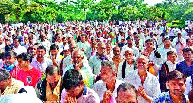 Shani Dev Jivatmaswas crowd at Nastanpur | नस्तनपूर येथे शनिदेव यात्रोत्सवास गर्दी