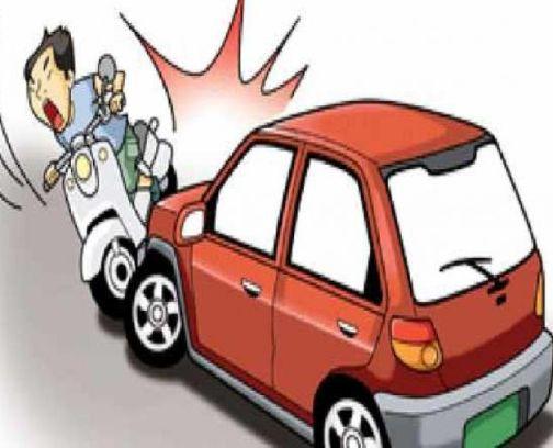 Two-wheeler killed in car crash   कारच्या धडकेत दुचाकीस्वार ठार
