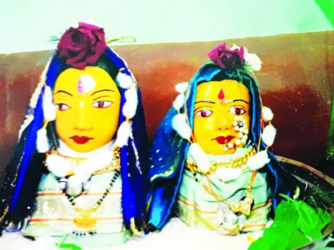 Saved by the third generation of Mahalaxmi masks of pre-independence era | स्वातंत्र्यपूर्व काळातील महालक्ष्मीच्या मुखवट्याचे तिसºया पिढीकडून जतन