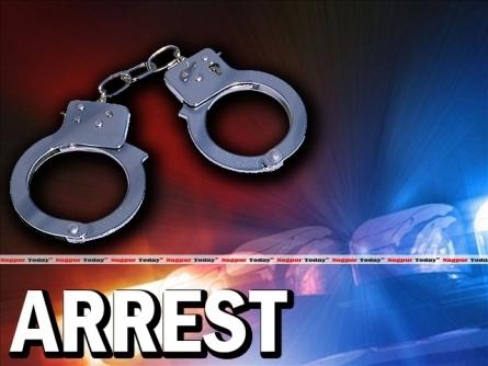 Thieves arrested for shoplifting in Thane | ठाण्यातील दुकानांमध्ये चोरी करणारे सराईत चोरटे दहा तासांमध्ये जेरबंद