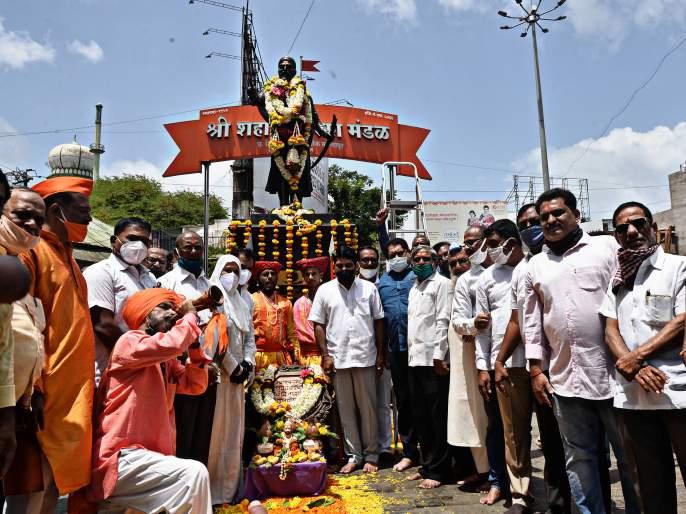 Shivrajyabhishek Din celebrations in a spirited atmosphere, saffron flags from house to house, Gudi became a city Shivamay   चैतन्यमयवातावरणात शिवराज्याभिषेक दिन सोहळा, घरोघरी भगवे ध्वज