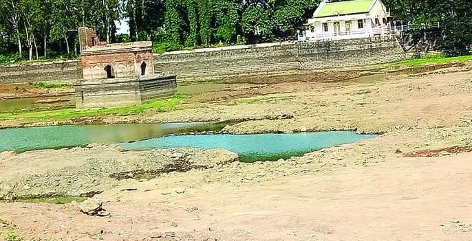The Chandni lake in Sindhkhed Raja is dry | सिंदखेड राजातील चांदणी तलाव कोरडा