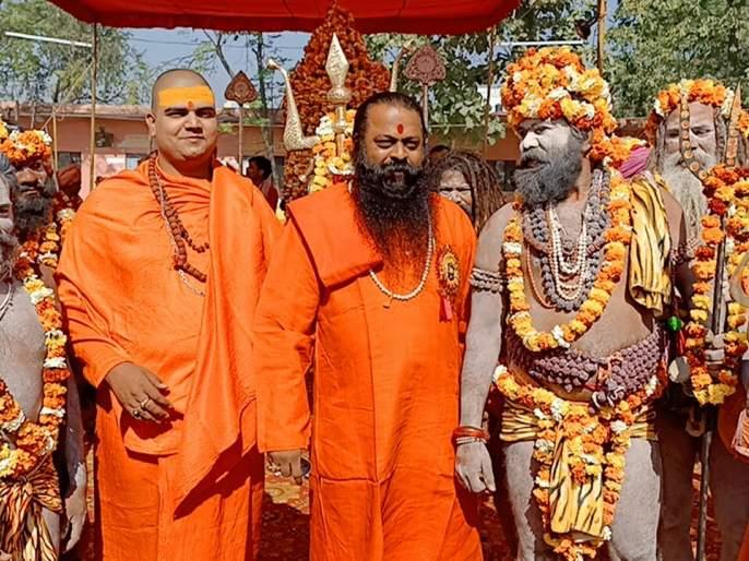 Sadhu-Mahant of Trimbak leaves for Kumbh Mela of Haridwar | हरिद्वारच्या कुंभमेळ्यासाठी त्र्यंबकचे साधू-महंत रवाना
