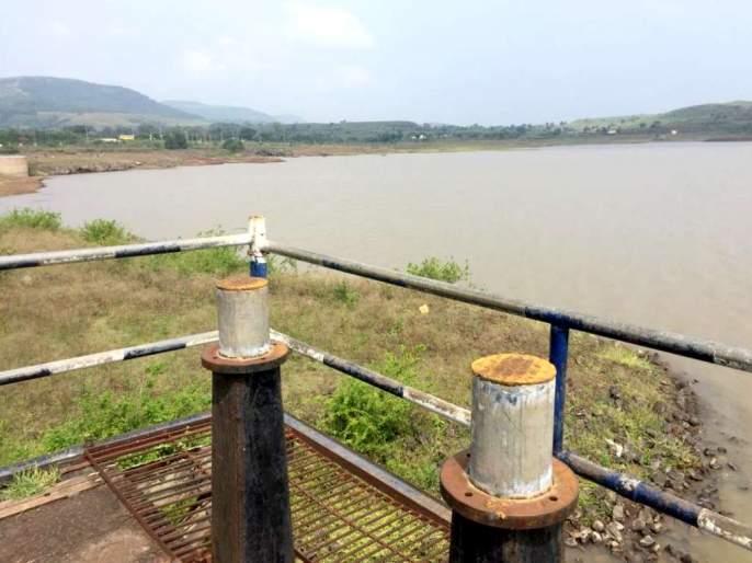 25% storage in Ner lake; | सातारा : तलावातील अल्पसाठ्याने घशाला कोरड पडणार , नेर तलावात २५ टक्के साठा