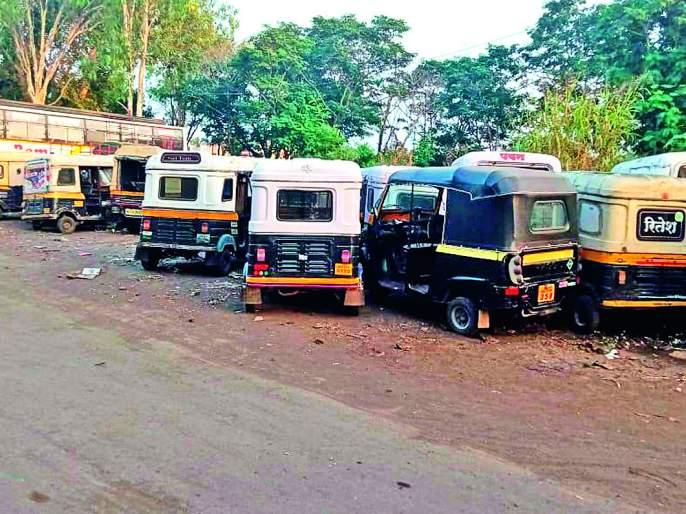 The rickshaws seized by the RTO in Sangli were destroyed | सांगलीत आरटीओनी जप्त केलेल्या रिक्षा सडल्या