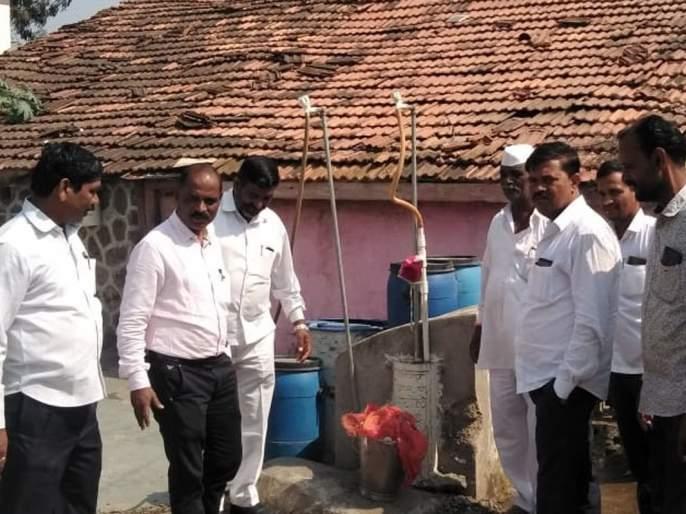 Gulvanch Gram Panchayat office bearers inspect parallel water scheme | गुळवंच ग्रामपंचायत पदाधिकाऱ्यांनी केली समांतर पाणी योजनेची पाहणी