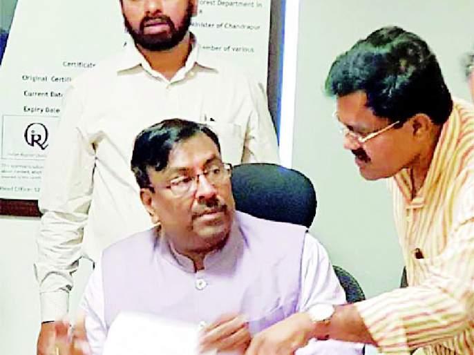 Submit loan waiver, bottleneck subsidy to farmers' account | कर्जमाफी, बोंडअळीचे अनुदान शेतकऱ्यांच्या खात्यावर जमा करा