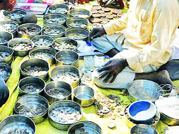 Wreckers find coins for sale and treasure trove of knowledge | भंगार विकता विकता शोधला नाण्यांचा खजिना अन् ज्ञान मार्ग