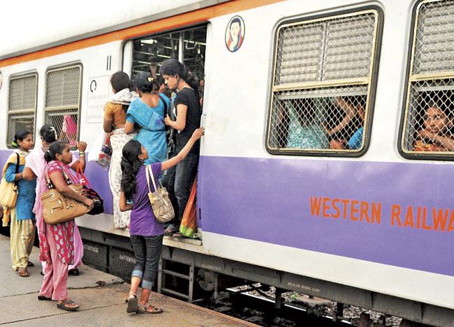 Special buses and trains should be provided for women | महिलांसाठी विशेष बस, रेल्वेची सुविधा करावी