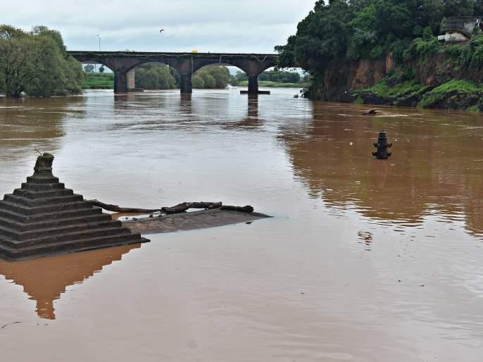 Rain showers in the district | जिल्ह्यात पावसाची उघडझाप, पंचगंगेची पातळी एक फुटाने कमी