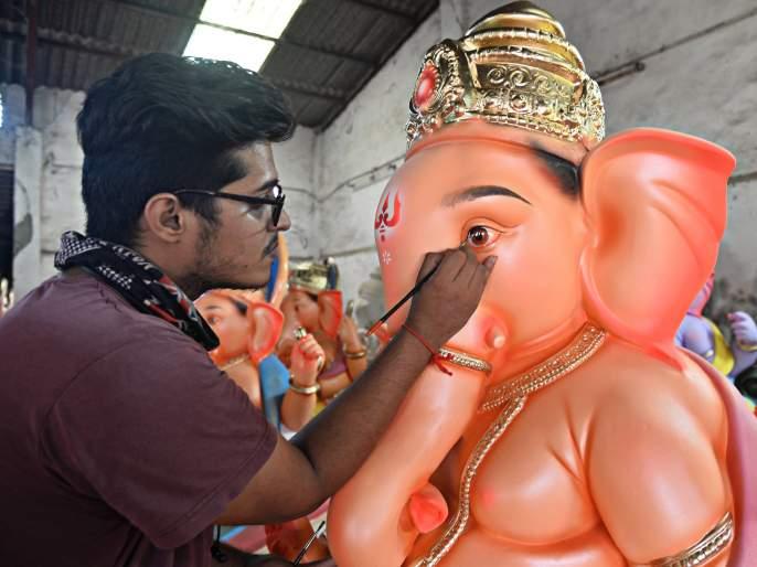 Ganesha idol 21 inches high in Shivaji Chowk this year   शिवाजी चौकात यंदा २१ इंच उंचीची गणेशमूर्ती, महागणपतीचे ऑनलाईन दर्शन