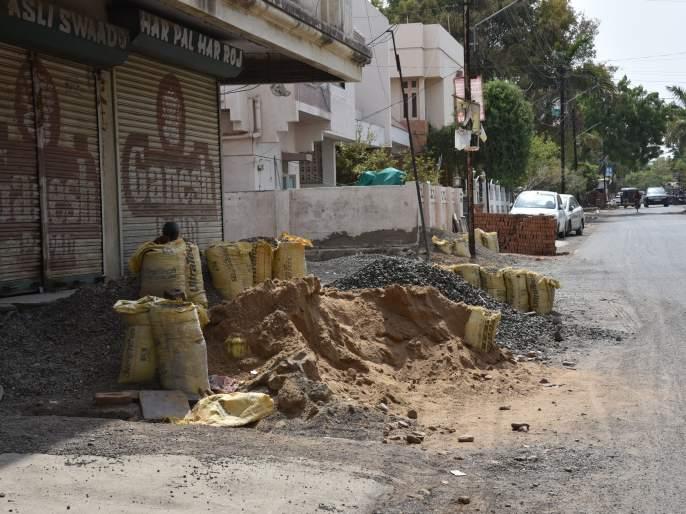 Road construction materials; Issue Notice!   रस्त्यावर बांधकाम साहित्य; नोटीस जारी करा!