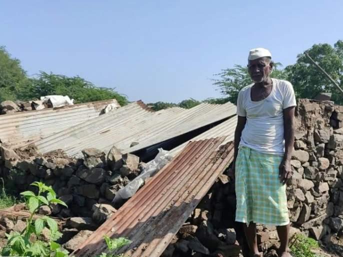 Stormy rain hit, crops ravaged | वादळी पावसाचा तडाखा, पिके जमीनदोस्त