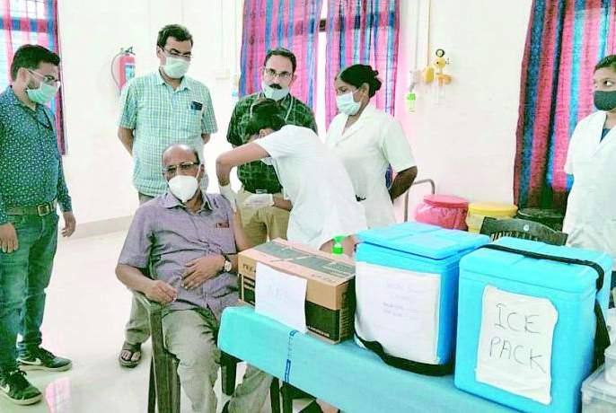 Senior citizens lead in vaccination | लसीकरणात ज्येष्ठ नागरिक आघाडीवर