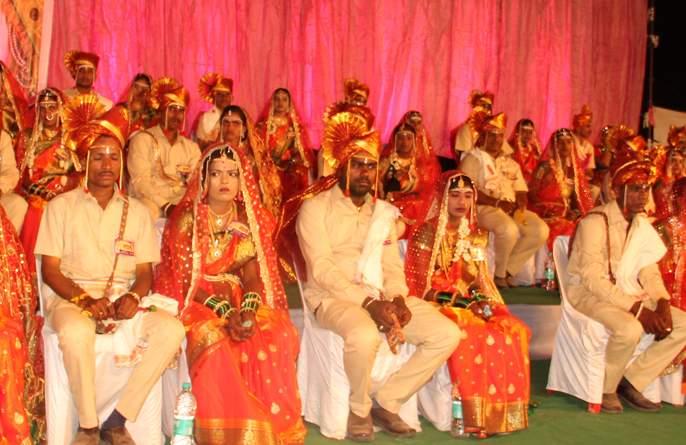 The need for a time of mass wedding ceremony - Nana Patekar   सामूहिक विवाह सोहळा ही काळाची गरज- नाना पाटेकर