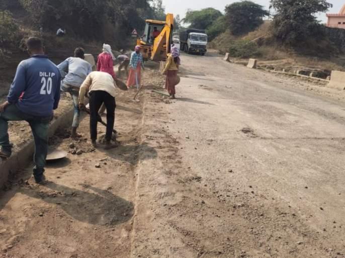 From Bedki to Kondaiwari road work started | बेडकी ते कोंडाईबारी रस्त्याच्या कामाला सुरुवात