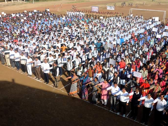 Students' silent march against rape | बलात्काराच्या विरोधात विद्यार्थ्यांचा मूक मोर्चा