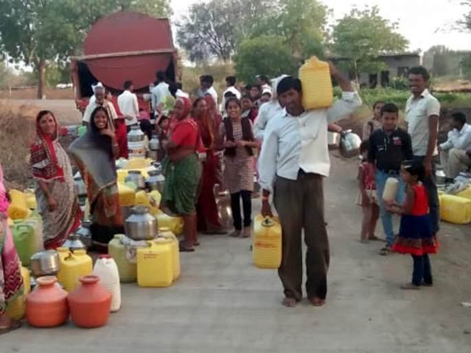 Parbhani: Demand for continuation of tanker as there is no rain | परभणी : पाऊस नसल्याने टँकर सुरू ठेवण्याची मागणी