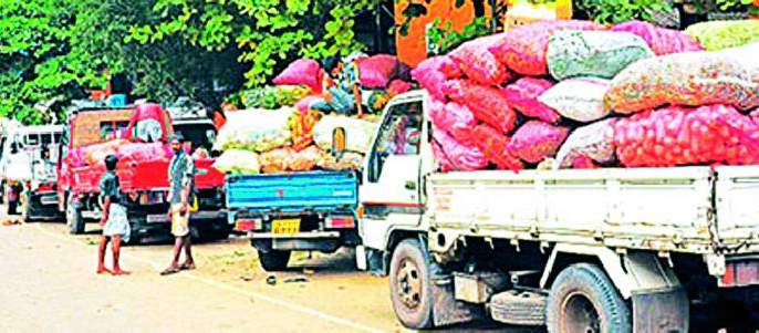 Ban on bringing milk, fruits, vegetables from outside the district | बाहेर जिल्ह्यातून दूध, फळे, भाजीपाला आणण्यास बंदी