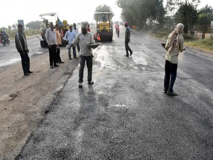Drivers suffer from traffic congestion on city roads | नगररोडवरील वाहतुकीच्या कोंडीमुळे वाहनचालक त्रस्त