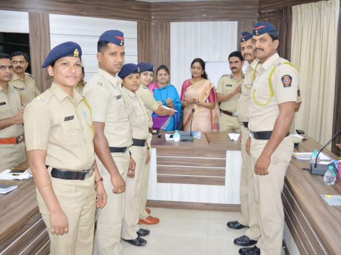 Women's Day 2018 Kolhapur: Women's glory by the police force, women's activities by various activities | Women's Day 2018 कोल्हापूर : पोलिस दलातर्फे महिलांचा गौरव, विविध उपक्रमांनी महिला दिन