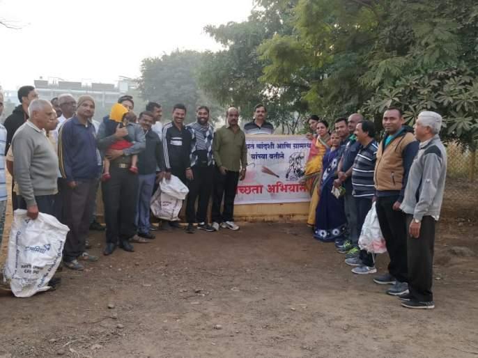Vacation organized by Clean Village | सुट्टीच्या दिवशी राबविले स्वच्छ गाव अभियान