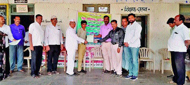 Distribution of certificates under Maharajaswas Abhiyan   महाराजस्व अभियानांतर्गत दाखले वाटप