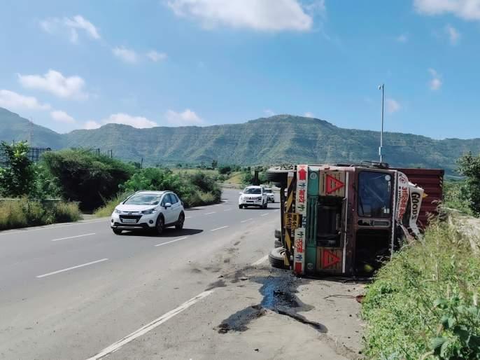 Accident on S Turn at Khatabaki Ghat | खंबाटकी घाटातील एसवळणावर पुन्हा अपघात