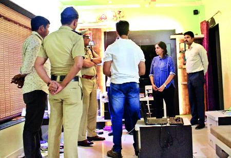 Police attack Aishwarya Sharma | ऐश्वर्या शर्मासह पोलिसांच्या पथकावर हल्ला
