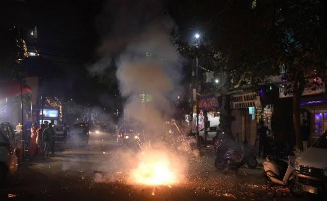 Very low air pollution in the city during Diwali | दिवाळीत शहरामध्ये अत्यंत कमी वायू प्रदूषण