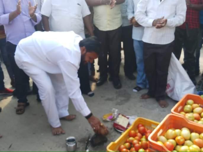 Launch of woven tomato market | वणीच्या टमाटा मार्केटचा शुभारंभ