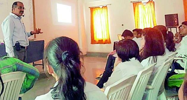 Expert lecture in JDIET   'जेडीआयईटी'मध्ये तज्ज्ञांचे व्याख्यान