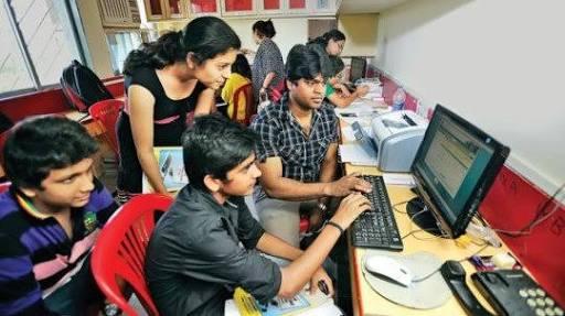 Fight for 11th admission, registration of 3 lakh 95 thousand students in the state   अकरावी प्रवेशासाठी चढाओढ; राज्यात ३ लाख ९५ हजार विद्यार्थ्यांची नोंदणी