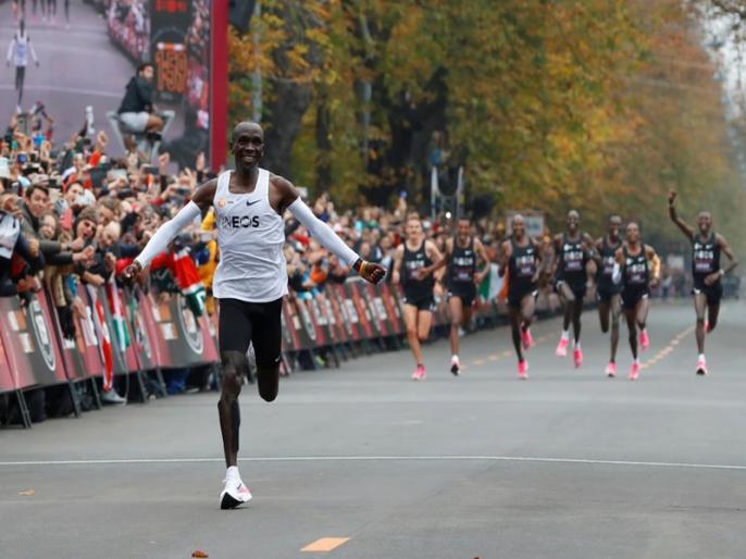 Historical! Within a couple of hours the world record was created in the full marathon | ऐतिहासिक! दोन तासांत पूर्ण मॅरेथॉन जिंकत ऑलिम्पिक चॅम्पियनने रचला विश्वविक्रम