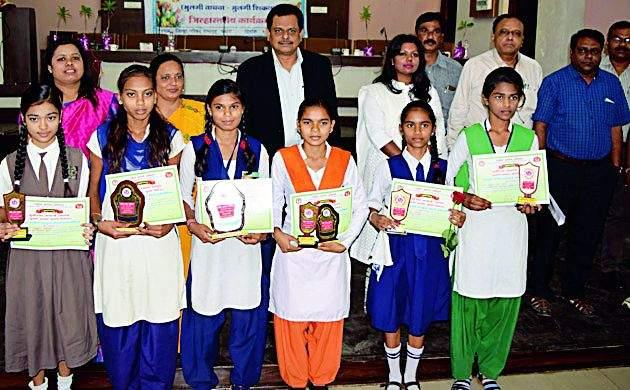 Create a positive atmosphere for girls' progress | मुलींच्या प्रगतीसाठी पोषक वातावरण निर्माण करा