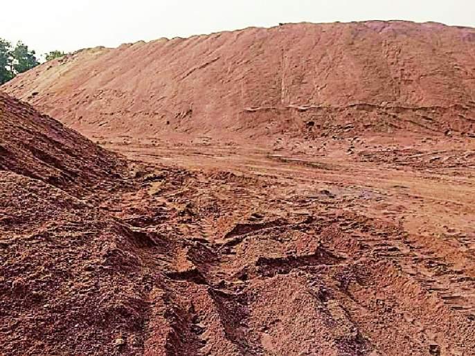 Extraction of sand smuggling in the district | जिल्ह्यात रेती तस्करीला उधाण