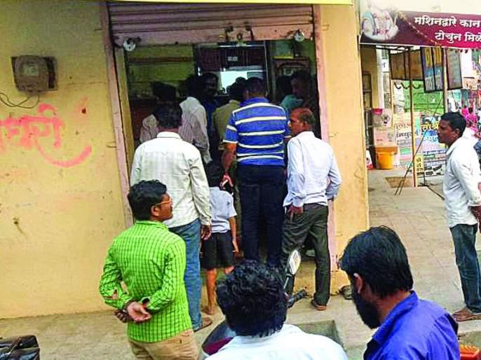 A bag contains gold worth 27 lakh stolen from Jwelary shop | सराफा दुकानातून २७ लाखांचा ऐवज असलेली बॅग पळवली