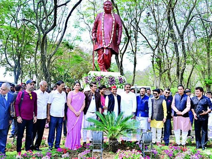 Manoharbhai ignited the flame of education | मनोहरभाईंनी शिक्षणाची ज्योत प्रज्वलित केली