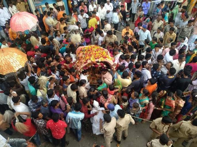 Twenty-four hours to celebrate Balaji's spinach | वीस तास रंगला बालाजींचा पालखी सोहळा