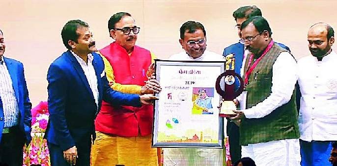 Sudhir Mungantiwar honored with the Best Minister's Award | सुधीर मुनगंटीवार सर्वश्रेष्ठ मंत्री पुरस्काराने सन्मानित
