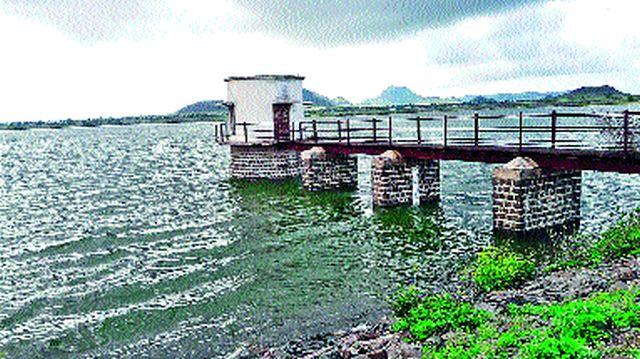 Vagardi Dam started flowing | वागदर्डी धरण भरून वाहू लागले