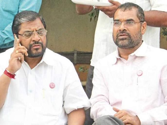 Sadabhau-Raju Shetty face to face over milk agitation; Jugalbandi between Ram Shinde and Lokhande in the city too | दूध आंदोलनावरून सदाभाऊ- राजू शेट्टी आमनेसामने; नगरमध्येही राम शिंदे-लोखंडे यांच्यात जुगलबंदी