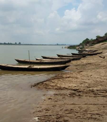 Traveling by boat in Gadchiroli is a matter of history | गडचिरोलीत डोंग्याने प्रवास करणे होत आहे इतिहासजमा