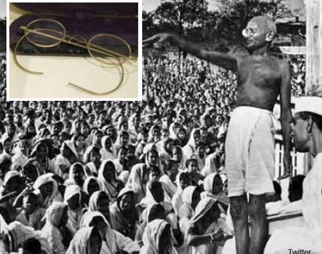 Mahatma Gandhi's gold-plated spectacles listed for auction in UK; know how much they are likely to fetch   सोन्याची कडा असलेला महात्मा गांधींचा चष्मा लिलावात, जाणून घ्या किंमत