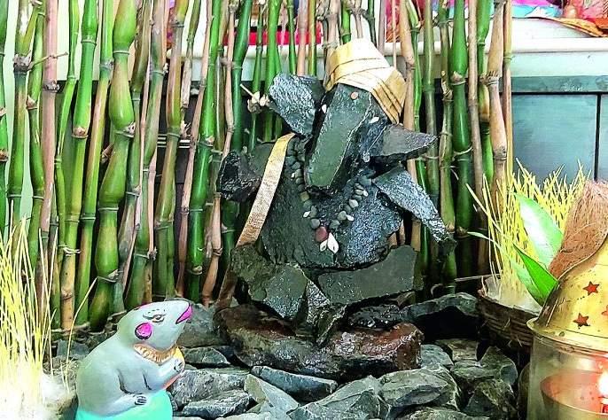 Ganesh idol made of stones | Ganesh Festival 2019: दगडांपासून तयार केली गणेशमूर्ती