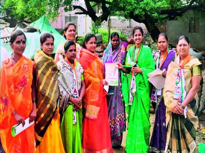 Maharashtra Election 2019 : dattatray bharne's wife active in promoting of husband at indapur   Maharashtra Election 2019 : इंदापूरमध्ये पतीच्या प्रचारासाठी सौभाग्यवती सक्रिय